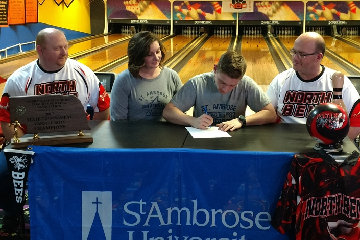 Nebraska high school champion Brandon Dodge signs to bowl with SAU photo